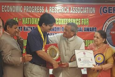 "Dr. Tushar Kanti Ghosh has been honoured with the ""bharat ratna rajiv gandhi gold medal award"""